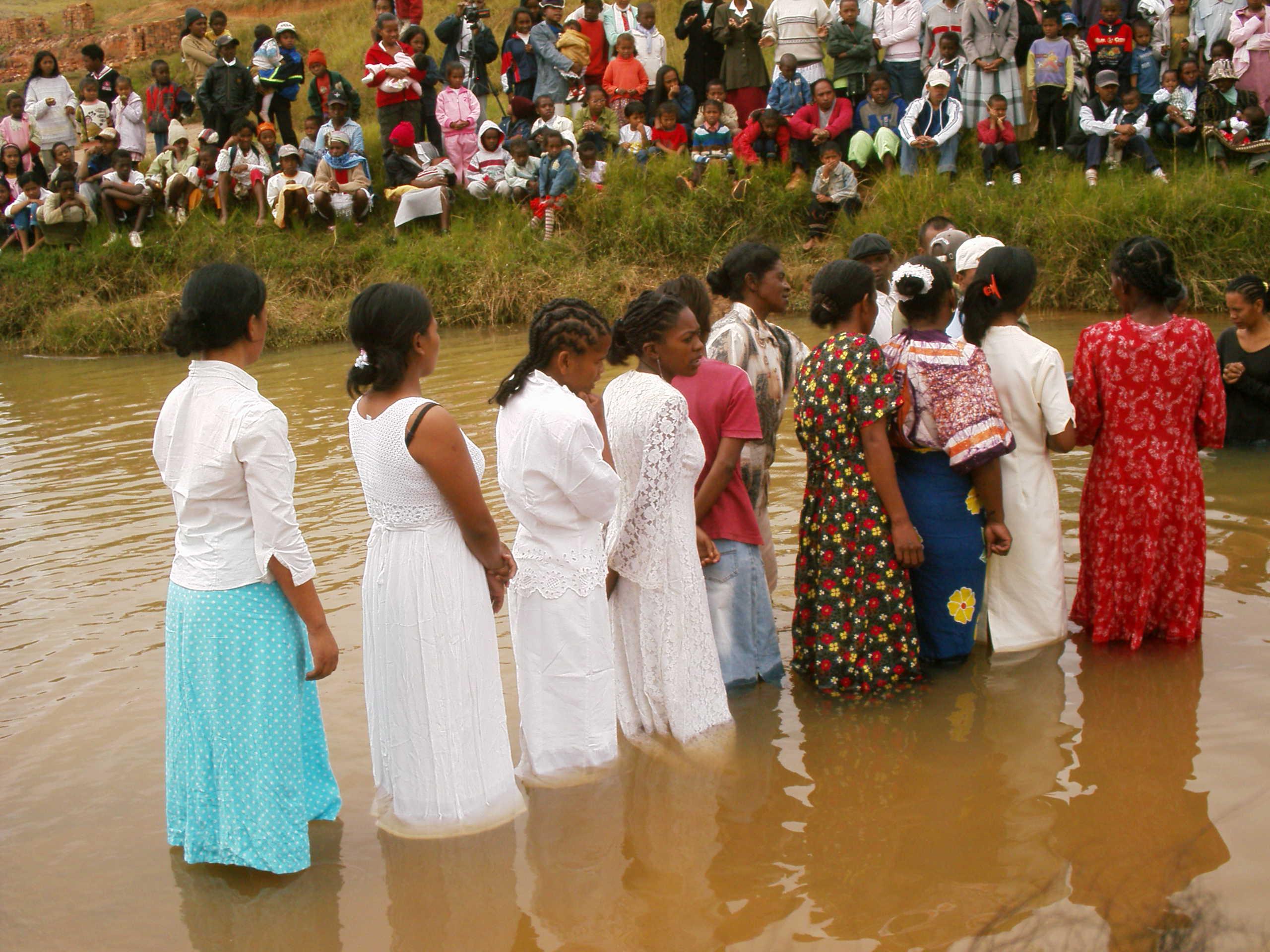 Wie Sich Die Taufe Im Laufe Der Jahrhunderte Verändert Hat